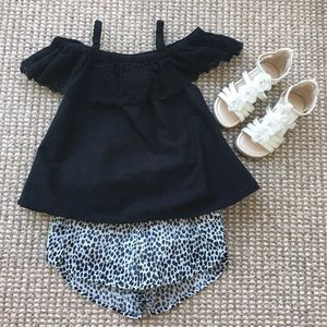 Gorgeous Old Navy cold shoulder leopard outfit 2T